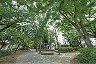 大通り南公園 約180m(徒歩3分)