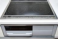 IHヒーターとラジエントヒーターのコンビネーションIH、両面焼きグリルを装備。便利な機能も充実しています。