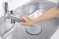 浄水器を内蔵したハンドシャワー水栓。ホースも引き出せるので、シンクを隅々までお掃除できます。※40A・40Bタイプは混合水栓、浄水器なし。