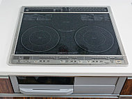 IHヒーターと多様な素材の鍋に対応したラジエントヒーターのコンビネーションIH。グリルは効率良く焼ける両面焼き。※50Aタイプ~60Cタイプ