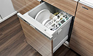 食器洗いが簡単に美しく仕上がる上、衛生的で節水効果のあるコンパクトタイプの食器洗い乾燥機を標準装備しました。(60A・60Bタイプ)