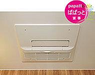 浴室内のカビ発生を抑えたり、雨の日・花粉シーズン等の洗濯物の乾燥に便利。予備暖房機能・24時間換気システムも付いています。