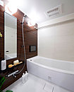 浴槽は、ゆるやかに湾曲しゆりかごに包まれているような新感覚のクレイドル浴槽を採用。ゆったりと寛ぎ自分に還ることができるバスルームを実現。※2015年9月撮影