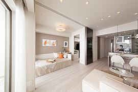リビング・ダイニングと隣り合う洋室の壁は、用途に合わせて間取り変更できるフレキシブルドアを採用。