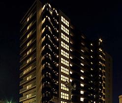 山陽新幹線停車駅「徳山」駅徒歩7分。駅至近の利便性を享受する全68邸。のびやかな眺望と開放感を日常とする住まい。
