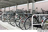 敷地内に大人用自転車2台分の収容が可能なスペースを全111戸分確保。バイクやお子様用自転車なども駐輪可能です。※1