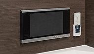 浴槽に浸かりながら楽しめる12インチの浴室テレビを標準装備。