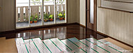 快適・安心な住まいを実現する温度のバリアフリー。温水式床暖房は、温水を利用して住まいの温度のバリアフリーを実現する「快適・安心」なシステム。