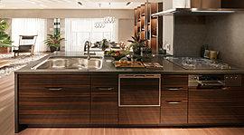 求めたのは「居室」としての居心地。キッチンとは居室であり、家族と語らうリビングである。その思想のもとに、より清潔で、より使いやすく、より美しい空間として進化させました。手を伸ばした先に、求めていた機能がある。