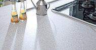 キッチンワークトップは耐久性に優れ、透明感・暖かさ・やわらかさといった質感をもつ人造大理石です。