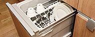 手間なく洗え、水の使用量も抑えるエコロジーな節水タイプ。思い通りにセットできるスマートかご付で食後のお片づけもスピーディにできます。