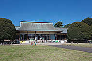 江戸東京たてもの園 約1,640m(徒歩21分)