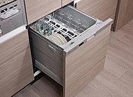 後片づけの手間を軽減するビルトインタイプの食器洗い乾燥機を標準装備。省エネ効果に優れ、低騒音仕様です。※一部タイプ除く