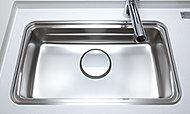 シンクの裏側に振動を軽減する素材を装着することで、水はね音やスプーンを落とした時の音が低減されます。