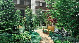 美しさに癒されるイングリッシュガーデン。中庭は自然の景観を大切にするイングリッシュガーデン様式としました。 眺めて愉しみ、枝や葉擦れの音を聞き、緑に触れ、芳香を嗅ぎ、その一連を味わう。