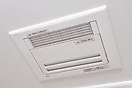 暖房、衣類乾燥、涼風、換気を備えた浴室暖房乾燥機を採用しました。