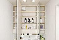 洗面化粧台には、見やすい三面鏡と洗面小物もたっぷり入れられる収納を設置しました。