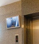 エレベーター内の様子を1Fホールに映し、その映像を一定期間保管します。※管理組合による貸与契約となります。