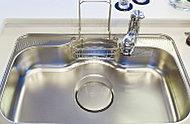 鍋や大皿などをラクに洗えワイドシンクは低騒音仕様です。
