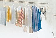乾燥、暖房、涼風、換気の4つの機能がついた浴室換気暖房乾燥機。