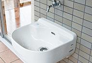植木への水やりはもちろんスニーカーを洗ったり便利に使えます。