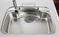 シンク裏面に制振材を貼ることで、シンクに水やお湯が当たる音を低減します。※当社施工例