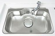シンク裏面に静音加工を施し、水はねの音や食器が当たる音を軽減させています。(※参考写真)