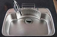 シンクには、幅も奥行きも広いシンクを採用。鍋や大きな食器も、ラクに洗えます。