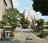 市立中央幼稚園・市立中央小学校 約560m(徒歩7分)