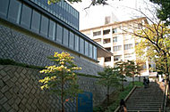 鶴見大学 約880m(徒歩11分)