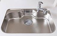 大きな鍋などをスムーズに洗えるよう、ゆとりの広さを確保したシンク。水切りポケットや水切りプレートも備えています。※参考写真