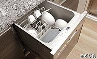 下部シャワーに加え上部からのシャワーを拡散することでムラなく洗浄します。頑固な油汚れ等も効果的に洗浄します。