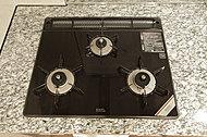 ドイツ・ショット社製の耐熱セラミックガラストッププレートを採用。トレイに水を張ったり裏返すことなく両面調理できる水無し両面焼きグリル付です。