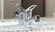 レバーひとつで水量・温度調節ができます。シャワーヘッドを引き出せるのでお手入れが簡単です。
