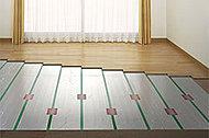 全住戸のリビング・ダイニングには、部屋全体を足元から心地よく、クリーンに温める「TES温水式床暖房」システムを採用しています。※参考写真