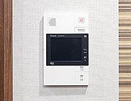 来訪者をカラーモニターで確認できる「ハンズフリー・インターホン」を設置しています。