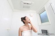 微粒子の霧と蒸気が浴室を満たすミストサウナ機能を備えた浴室暖房乾燥機を採用。