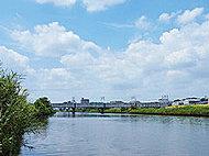 鶴見川 約800m(徒歩10分)