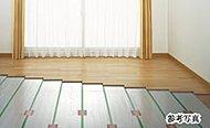 リビング・ダイニングにTES温水式床暖房を設置。足下からやさしく暖め、ホコリを巻き上げることもありません。