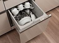 洗浄から乾燥までワンタッチでできる食器洗浄乾燥機を標準装備。キッチンをスマートに演出するビルトインタイプです。
