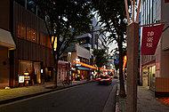 神楽坂商店街 約860m(徒歩11分)