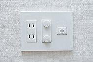 TV端子、LAN端子付のマルチメディアコンセントを、各居室に装備しました。