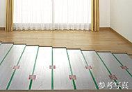 足元から優しく温める床暖房を全住戸標準装備。ホコリが舞い上がることなくクリーンです。