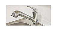 気軽においしい水が飲める、浄水器一体型の混合水栓を採用。ヘッド部分がノズルで引き出せ、シンクの掃除などにも便利です。