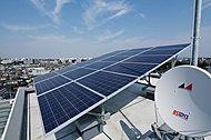 太陽光パネルを屋上に設置し、共用部の一部照明などに使用しています。