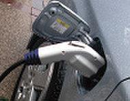 次世代のカーライフを見通し、充電用コンセントを装備。CO2の削減を推進しています。
