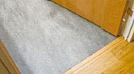 住戸内の床段差をなくし、つまずきなどによる思わぬ事故を未然に防ぐ、お子様からお年寄りまで安心な仕様です。