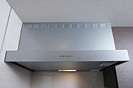 整流板付で排気効率を向上させるレンジフードは、ステンレス製なのでお掃除も簡単です。