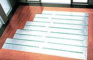足元からじっくりと温めるTES温水式床暖房を標準装備。静かでクリーンな室内環境を保ちます。