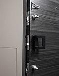玄関ドアには、2ヶ所に鍵穴を設けたダブルロックを採用し、防犯性を高めました。